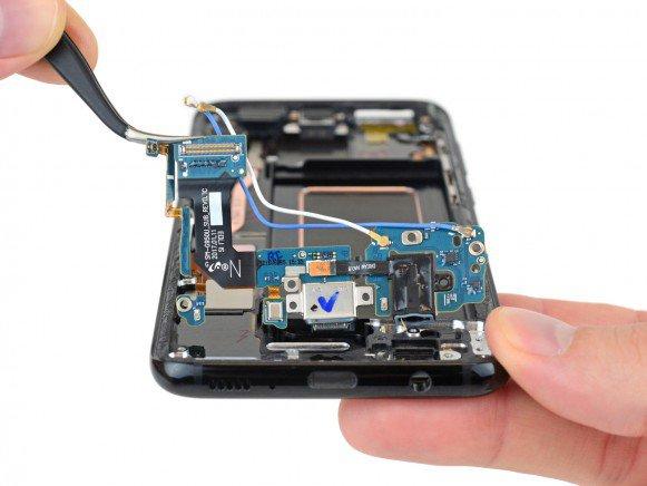 Galaxy S8 teardown 3